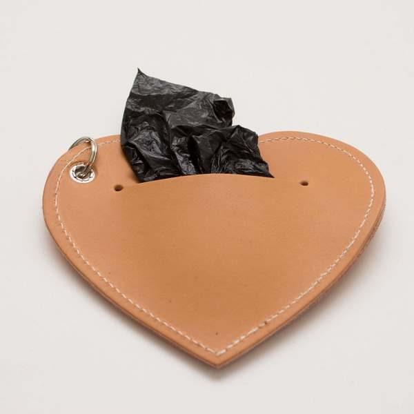 Doplnky pre psov_Hnede vrecusko Srdce s vreckami